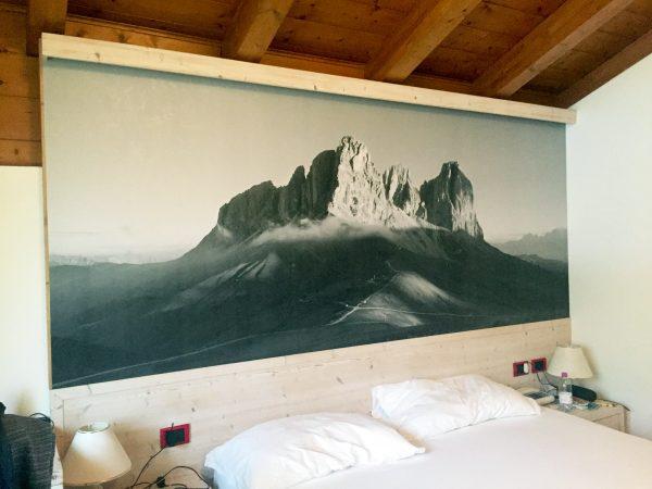 Allestimento adesivo effetto stucco – Hotel La Perla, Canazei