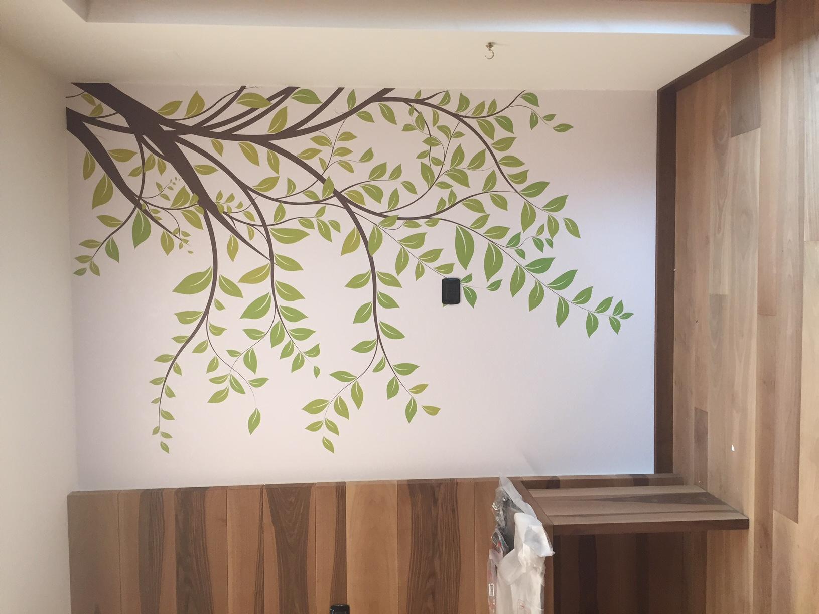 Allestimento con adesivo muro ultra tack laminato – Hotel Cristallo, Canazei